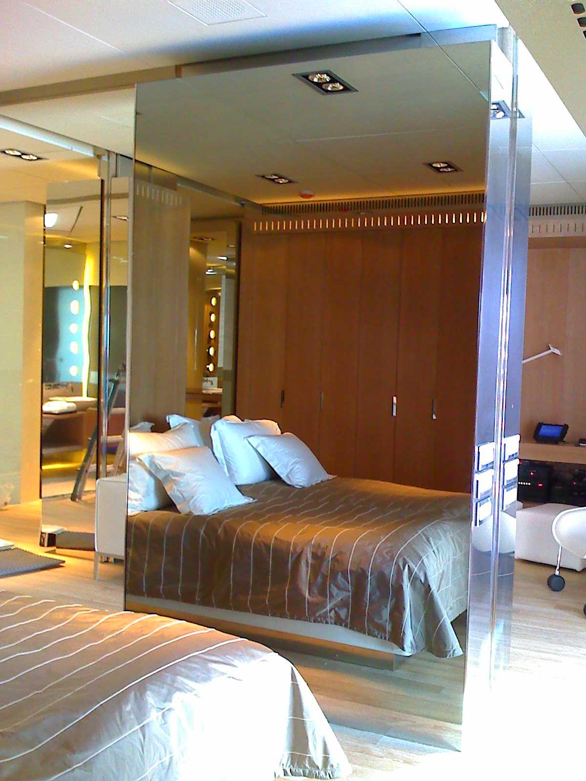 mirrortv hotel bedroom